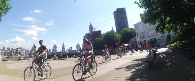 ロンドンでサイクリング